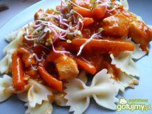 Mięsko z kurczaka w pomidorowym sosie