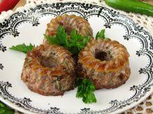 Mięsne babeczki z suszonymi pomidorami i kaparami