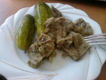 Mięso duszone z cebulką
