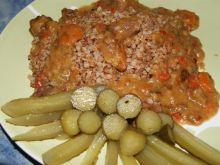 Mięso duszone z warzywami