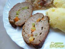 Mięso mielone z groszkiem i marchewką