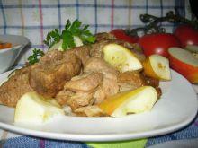 Mięso z jabłkami i suszem z kani