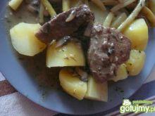 Mięso z łopatki w sosie pieczarkowym