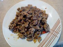 Mięso z pieczarkami i cebulką
