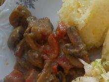 Mięso z sosem pieczarkowo - paprykowym