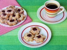 Migdałowe ciasteczka z konfiturą różaną