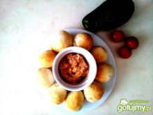 Mini chlebki z domową pastą pomidorową