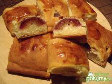 Mini drożdżówki ze śliwkami i serem