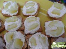 Mini kanapeczki z sucharków i papryki