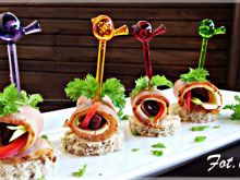 Mini kanapeczki z suszonym schabem