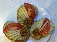Mini - kanapki z pastą z awokado