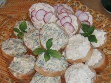 Mini kanapki ze smakowymi serkami