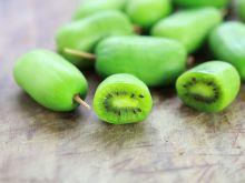 Mini kiwi - polski superfood, który podbija rynek! Zobacz ile kosztuje i gdzie je kupić!