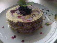 Mini naleśnikowy tort z jagodami