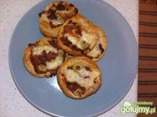 Mini pizza z pesto i mięsem mielonym