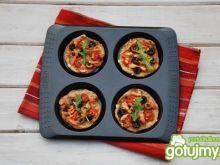 Mini pizzerinki z otrębami i łososiem