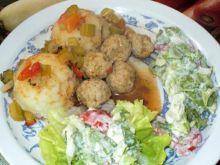 Mini pulpeciki z warzywami w sosie