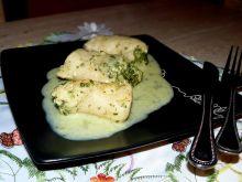 Mini roladki ze szpinakiem w sosie serowym