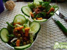 Mini sałatki z tuńczykiem i sosem