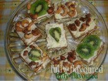 Mini serniczki gotowane z kiwi i nerkowcami