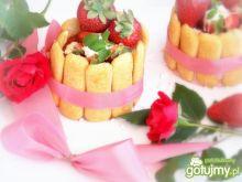 Mini serniczki truskawkowe z galaretką
