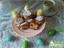 Mini serniczki z rodzynkami i cukrem pud