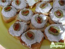 Mini sucharki z tuńczykiem i oliwką