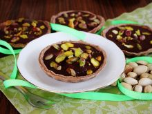 Mini tarty z czekoladowym ganache i pistacjami
