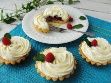 Mini tarty z malinami i kremem z białej czekolady
