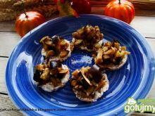 Mini wafelki z salsą bakłażanową