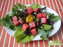 Mix sałat z arbuzem i czerwoną cebulą