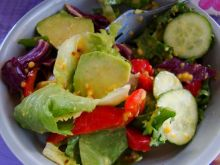 Mix sałat z awokado i ogórkiem