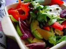 Mix sałat z awokado i parmezanem