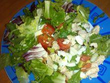 Mix sałat z gotowanym indykiem i jajkiem