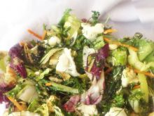 Mix sałat z kurczakiem i serem (w tym owczym) Di