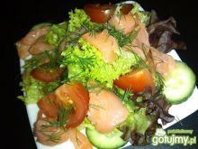 Mix sałat z łososiem i warzywami