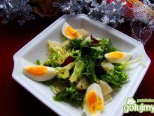 Mix sałat z oliwkami i ananasem