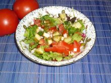 Mix sałat z pomidorem i ogórkiem małosolnym