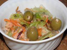 Mix sałat z wędzonym łososiem.