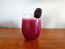 Mleczny koktajl jagodowo - jeżynowy