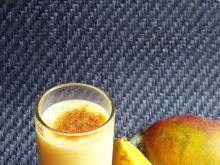 Mleczny koktajl z mango i bananem
