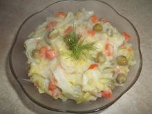 Młoda kapusta z marchewką i groszkiem