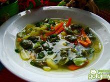 Młoda zupa z bobem
