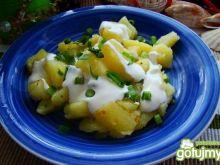Młode ziemniaczki z sosem czosnkowym