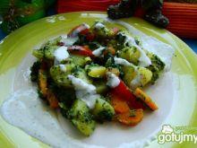Młode ziemniaczki z warzywami