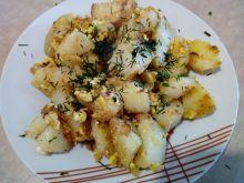 Młode ziemniaki smażone z jajkiem