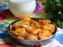 Młode ziemniaki smażone z pasternakiem