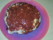 Mocno czosnkowy omlet z kiełbasą i serem