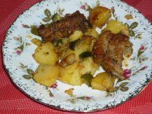 Mocno przyprawione żeberka pieczone z warzywami