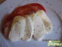 Mozzarella z pomidorami w moim sosie.